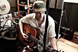 Josh mit Gibson Hummingbird